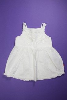Robe blanche brodée d'occasion de la marque Jean Bourget en taille 6 mois Jean Bourget
